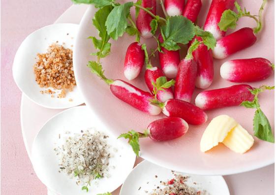 Radis à la croque à la fleur de sel et au sel fin aromatisé